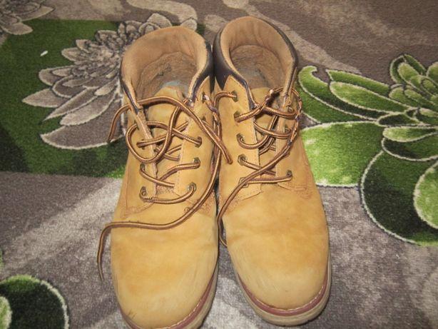 Продам ботинки зима-осень на мальчика