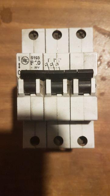 Bezpiecznik wyłącznik nadprądowy b20