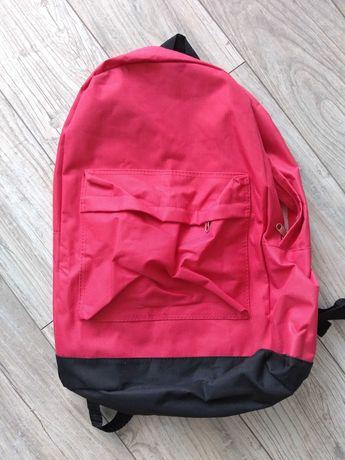 Plecak szkolny, wycieczkowy mieści a4