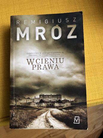 Książka R. Mróz W cieniu prawa