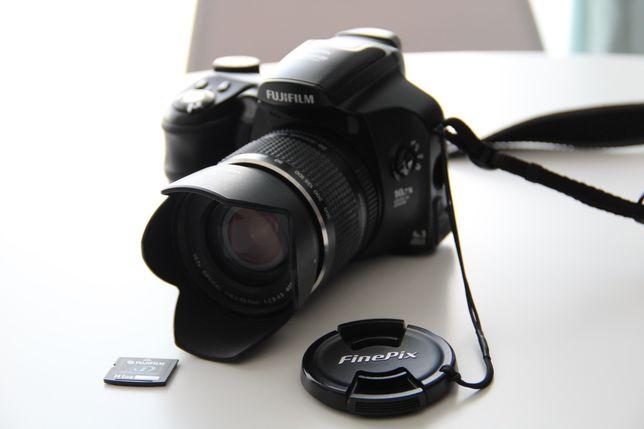 Aparat Fujifilm S6500fd + statyw + torba