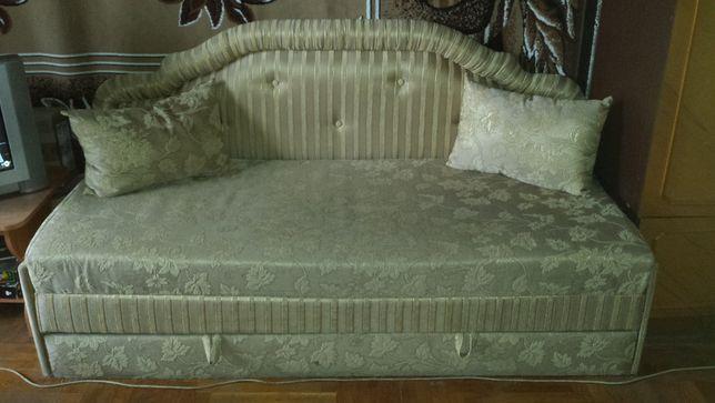 Продам диван у гарному стані