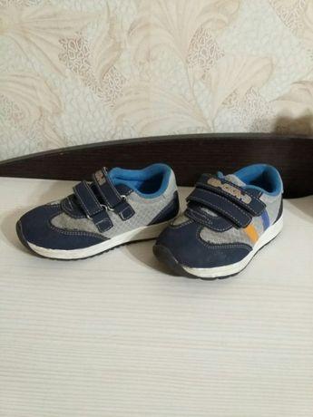 Кроссовки для мальчика 24 размер от 2 лет.