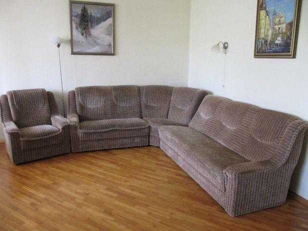 Кутовий диван і крісло .