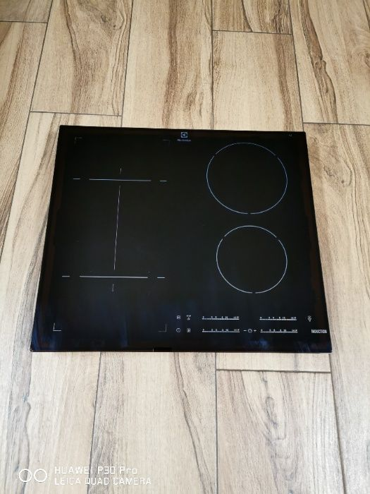 Sprzedam uszkodzoną płytę indukcyjną Electrolux EHI6540FHK Wołów - image 1