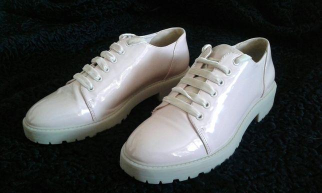 пудровые лаковые туфельки