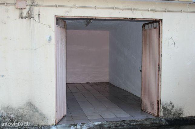 Garagem para venda em Vale das Flores