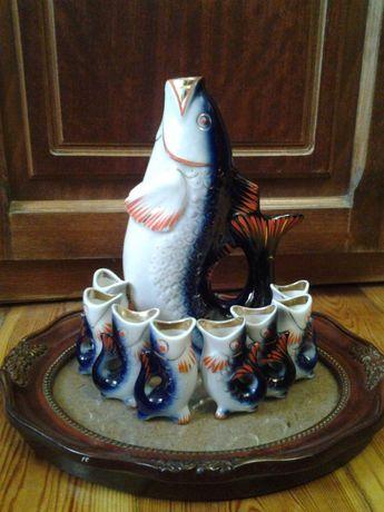 Ваза с блюдом, рыбки, хрустальные вазы, розы