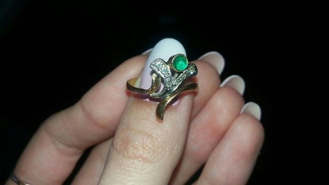 Срочно! Кольцо с бриллиантами и изумрудом