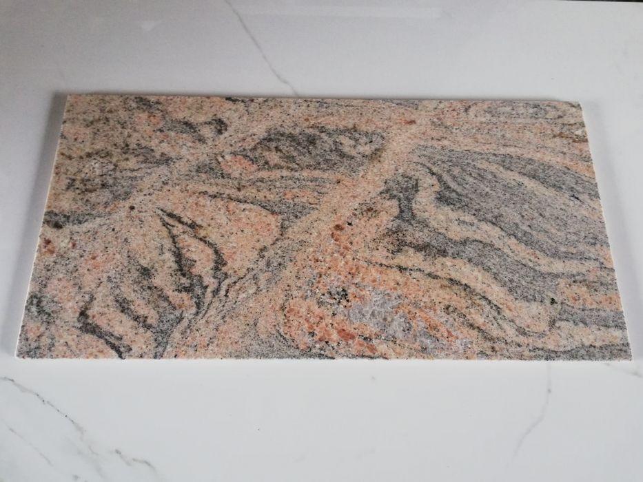 Płytki granitowe JUPARANA COLOMBO 30.5x61x1 Poskwitów - image 1