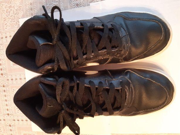 Buty chłopięco młodzieżowe firmy NIKE rozmiar 41