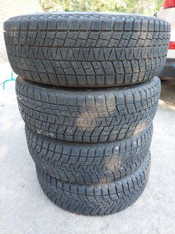 Bridgestone Blizzak DM-V1 215/70/R16