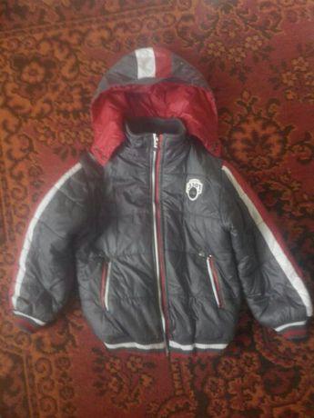 Куртка спортивная осенняя мальчиковая на 8-9 лет