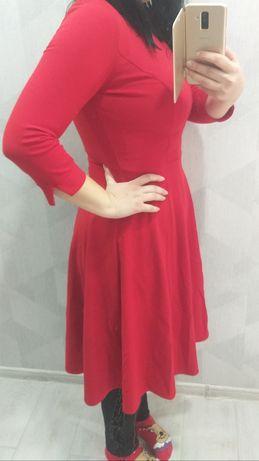 Красивое красное платье 46-48