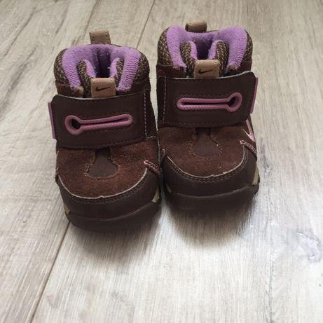Кросівки, туфлі, черевики