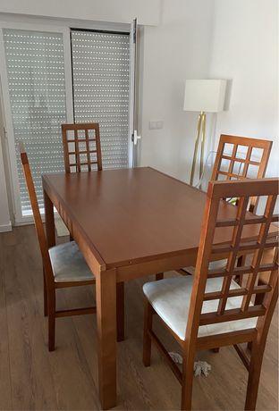 Mesa de jantar em cerejeira e 4 cadeiras