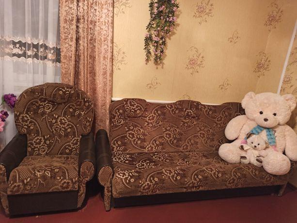 Диван та 2 м'які крісла в ідеальному стані.