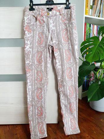Wzorzyste spodnie marki H&M