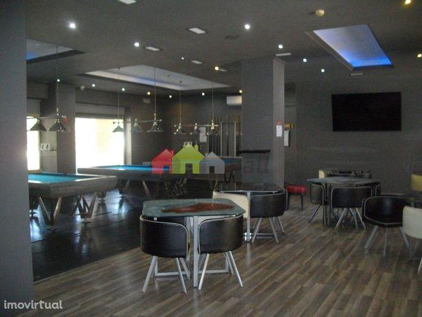 Moderno e Elegante Bar com Salão de Jogos, em Vila Serena, Pinhal Novo