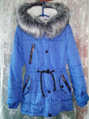 Зимняя куртка+в подарок новые перчатки
