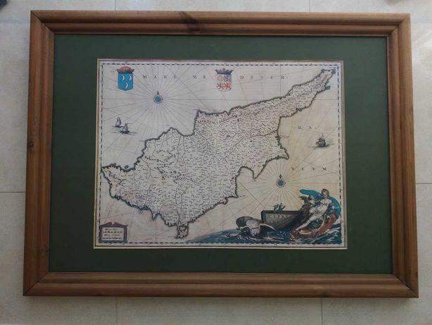 Mapa de Chipre com moldura de madeira em estilo antigo
