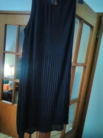 Vestido em chiffon plissado miudinho em degradê até  au joelho preto