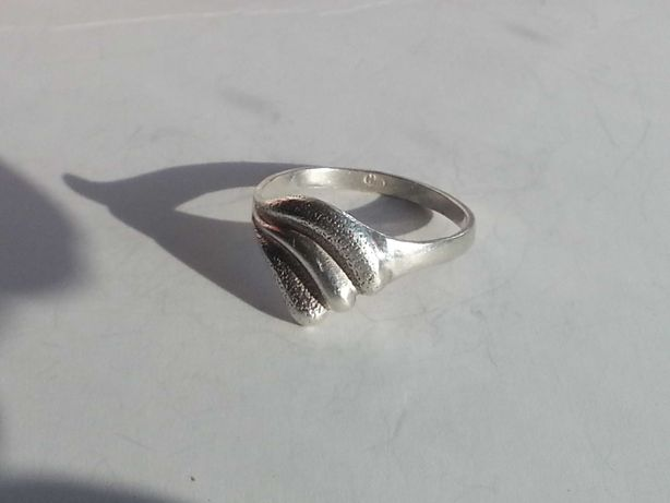Stary srebrny pierścionek falka muszelka