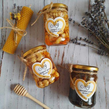 Мед з сухофруктами та горішками