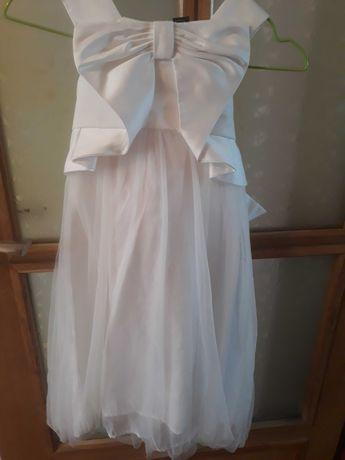 Платье нарядное на девочку рост 104 см(можно на выпускной дет садик)