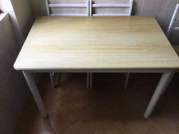 Mesa de jantar de ferro C118xL76xA74 com 4 cadeiras de ferro