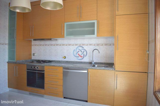 Apartamento T3 c/ Garagem Individual