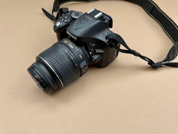 Nikon D5200 18-55mm.