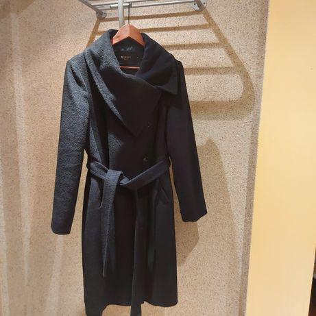 Sprzedam klasyczny czarny płaszcz zimowy. Rozmiar 42