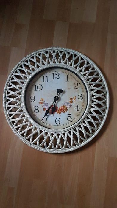 Zegar ścienny z tworzywa Wolsztyn - image 1