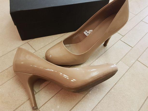 Продам бежевые лаковые туфли 350 грн, размер 38