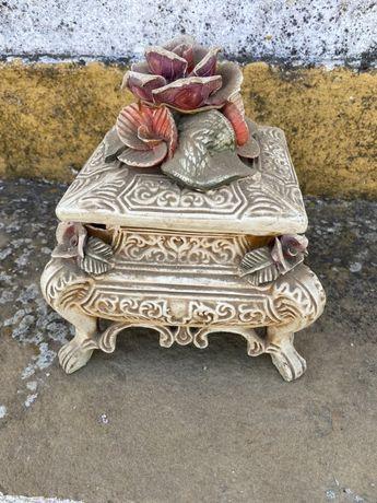 Peça de ceramica antiga