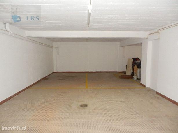 Alcoitão,perto shopping, 1 estacionamento (1/4 de garagem...