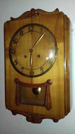 Stary zegar drewniany