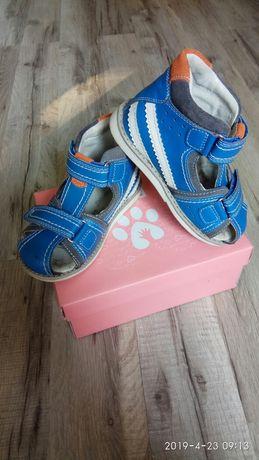 Продам детскую обувь летние босоножки кожаные 25 размер.