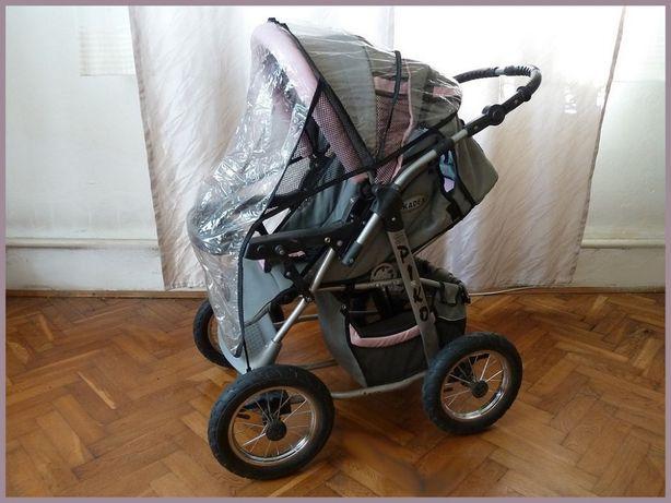 Wózek PIKO z osłoną przeciwdeszczową.