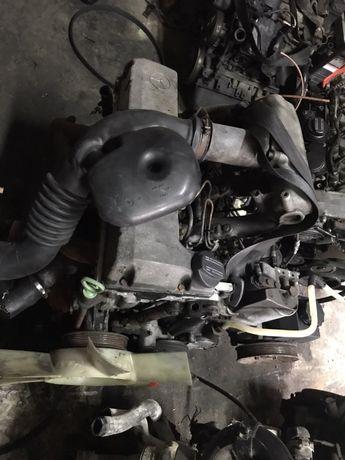 Двигун мерседес спрінтер 2:3  ом601