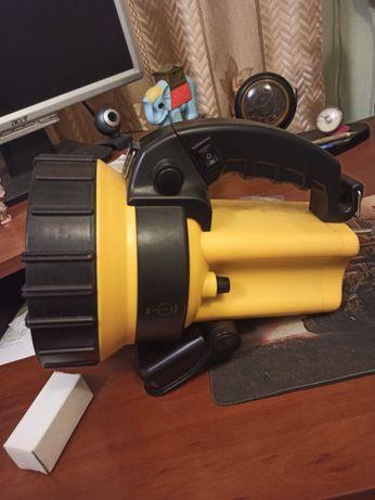 Профессиональный аккумуляторный фонарь