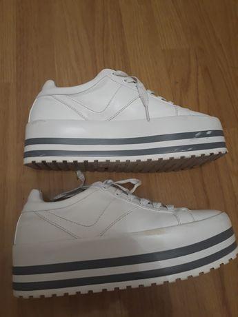 Buty damskie ZARA TRF rozmiar 39(26cm).Biało-srebrne