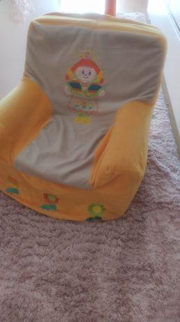 Conjunto de sofá e cabide para crianças