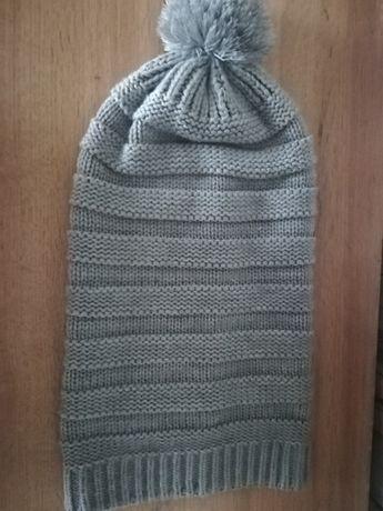 Siwa czapka z pomponem