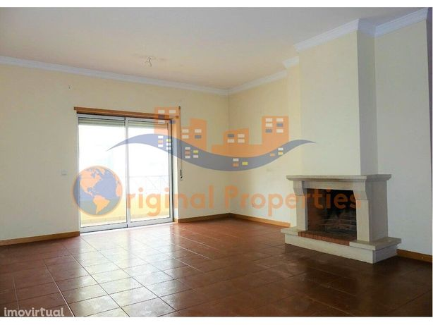 IMÓVEL DE BANCO - Apartamento T3 em bom estado, 2 lugares...