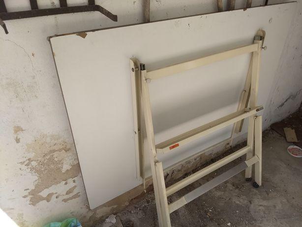 Estirador Arquitecto/Desenhador em Ferro e Madeira ( 142 cm X 93 cm )
