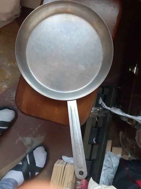 Продам сковородку нержывейка