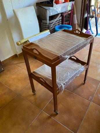 Porta-pratos em madeira