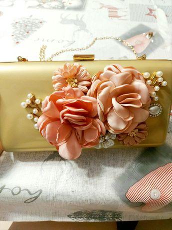 Torebka kopertówka na łańcuszku kwiaty kolor złoty